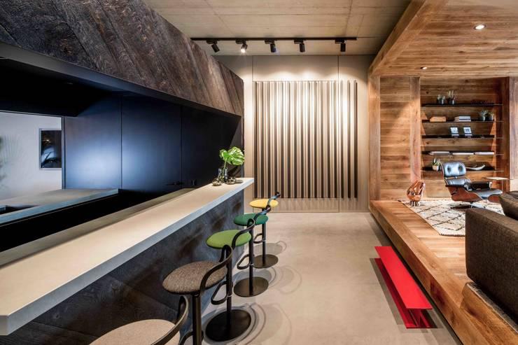 Showroom design – Hakwood Studio Tirol:  Winkelruimten door Standard Studio - Amsterdam, Minimalistisch