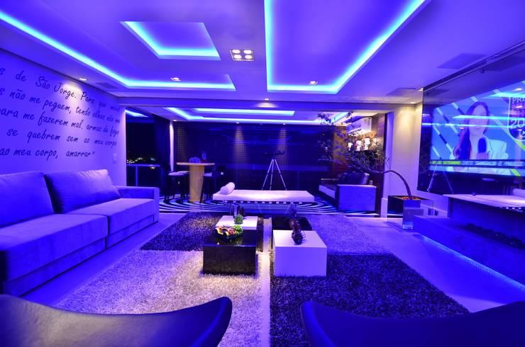 Resort!: Salas de estar  por Paulinho Peres Group