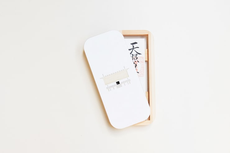 Kamidana 『しろ』: mizmiz designが手掛けた家庭用品です。