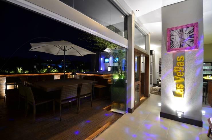 Hiên, sân thượng by Paulinho Peres Group