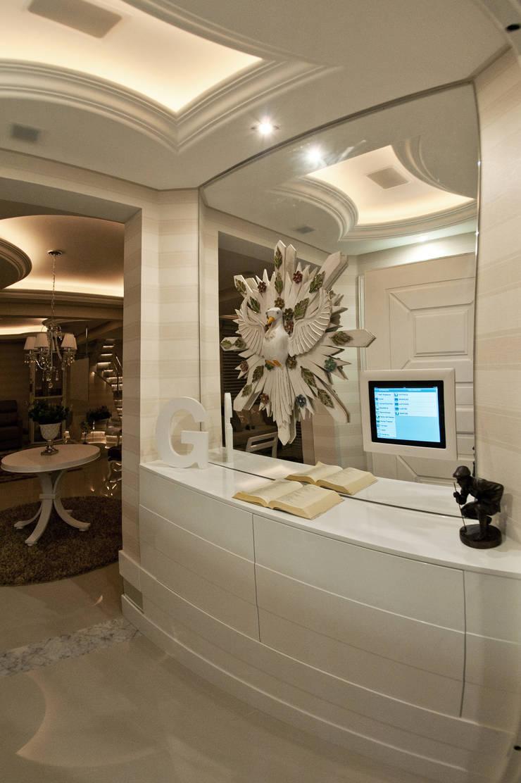 Corridor & hallway by Paulinho Peres Group, Classic