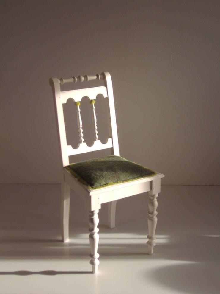 rechte stoel met groen bont:   door Lifecycle Art & Furniture, Eclectisch