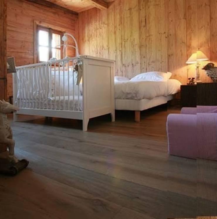 Dilegno Intenso Imola: Dormitorios de estilo  de PAUMATS S.L.