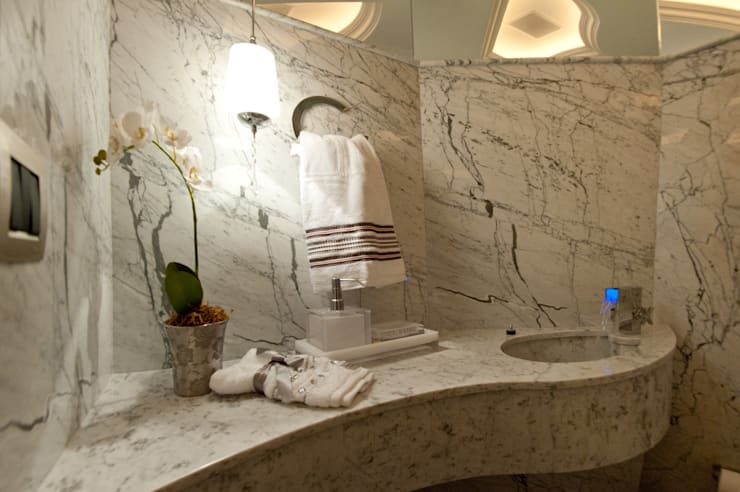 Bathroom by Paulinho Peres Group, Classic