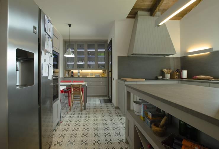 Cocina de estilo clásico: Cocinas de estilo  de Canexel