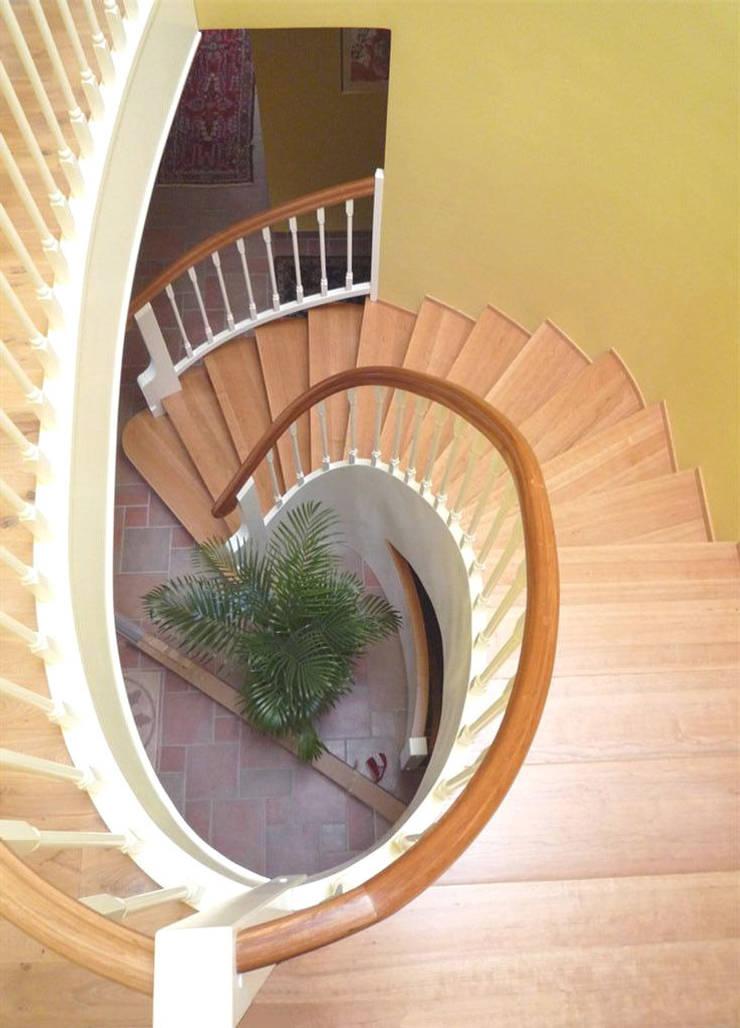 Corridor, hallway & stairs  by Gündchen