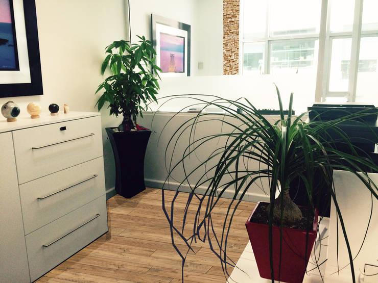 Oficina : Oficinas y tiendas de estilo  por Spazio3Design