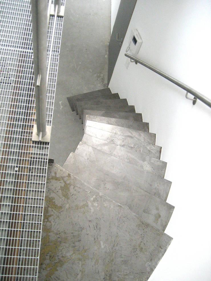 Innenräume:  Flur, Diele & Treppenhaus von Gündchen