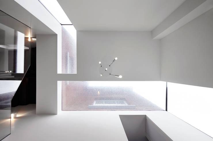 Wrap around window in the atrium :  Corridor & hallway by Fraher Architects Ltd