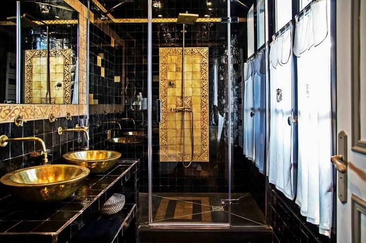 Maison d'hôte: Salle de bain de style  par Maurine Tric
