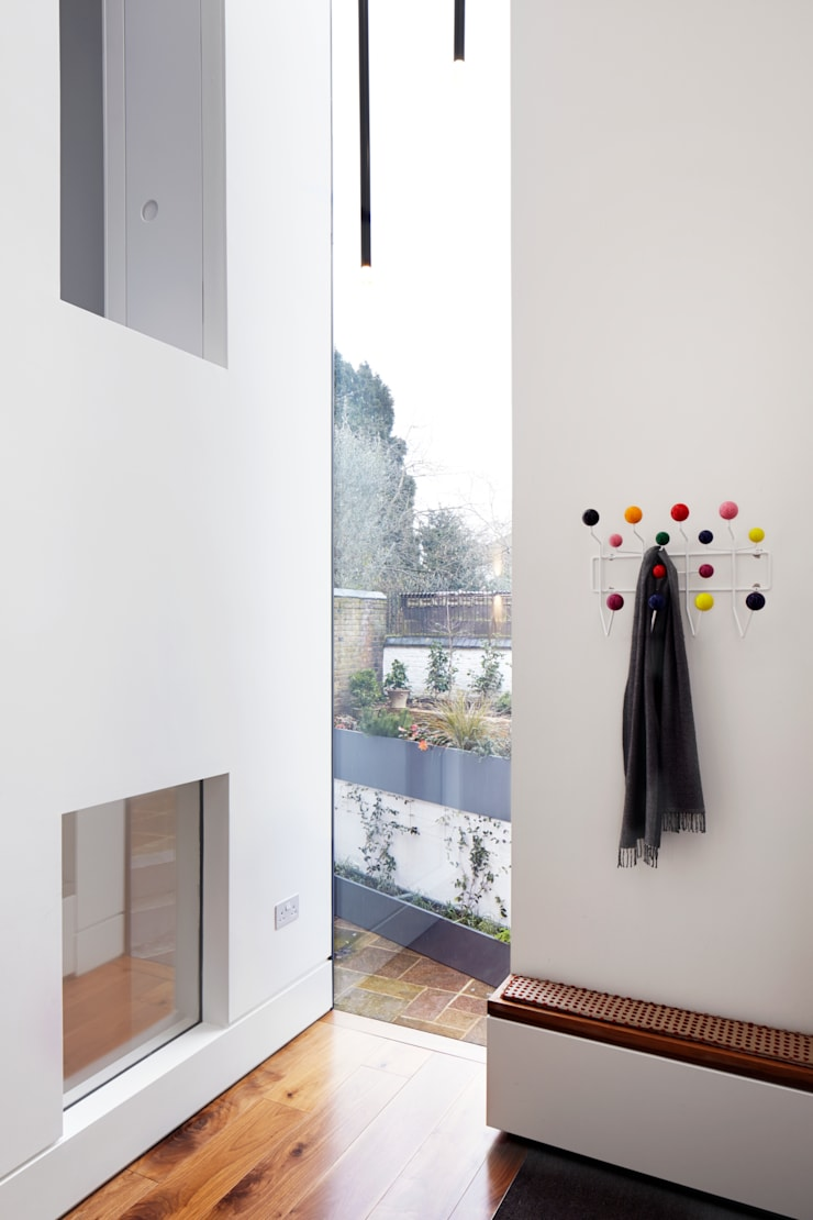 View to the garden from the atrium:  Corridor & hallway by Fraher Architects Ltd