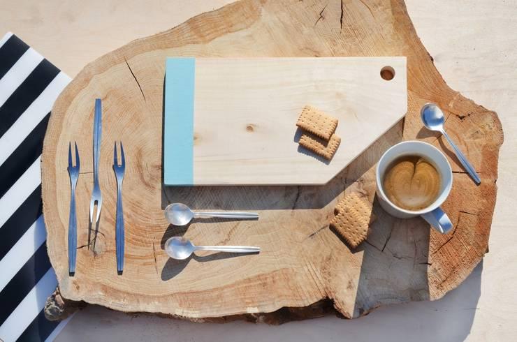 Deski drewniane do krojenia CUT ME OFF: styl , w kategorii Kuchnia zaprojektowany przez D2 Studio