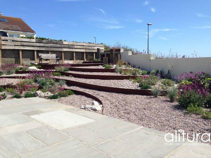 Reflecting the Coastline:  Garden by Alitura Landscape and Garden Design