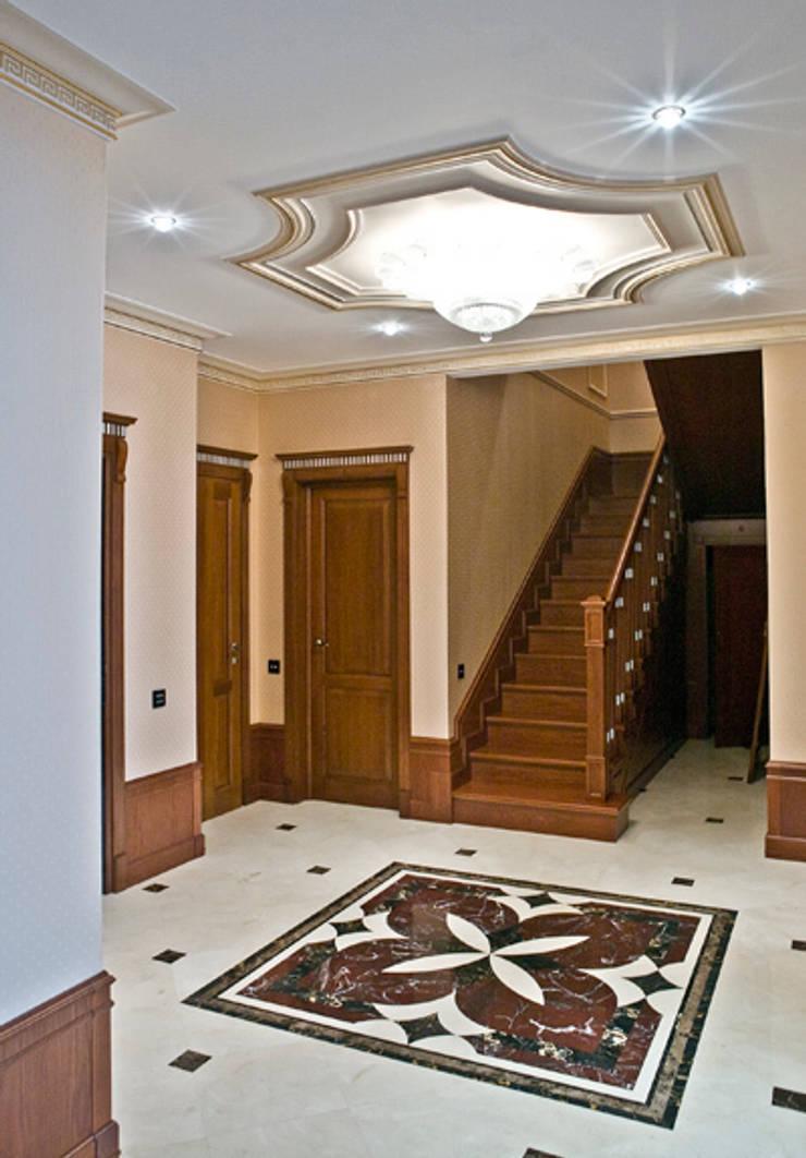 Холл. Лестница.: Коридор и прихожая в . Автор – KRAUKLIT VALERII