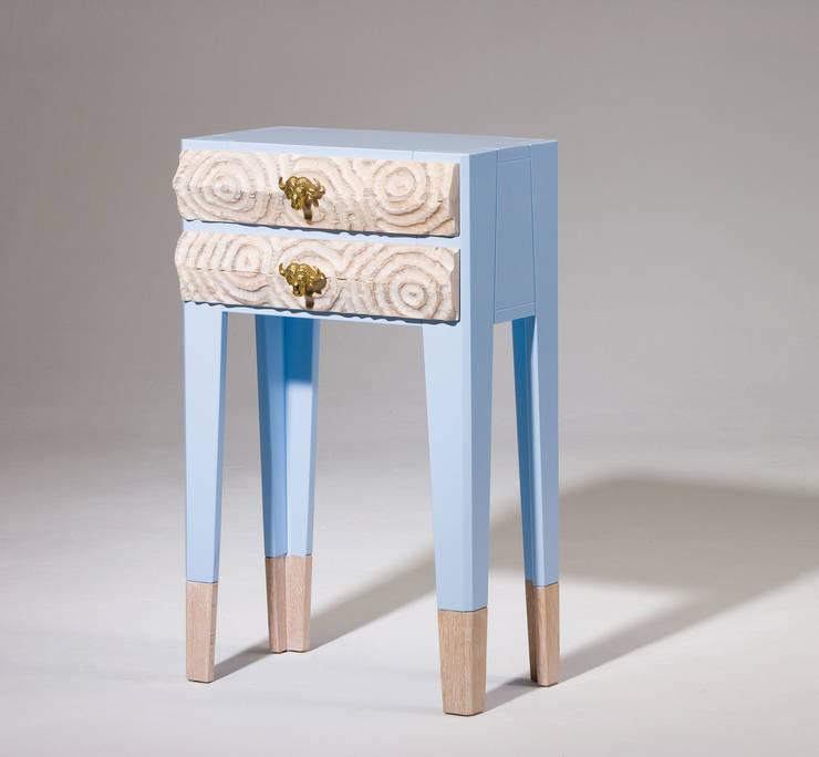 Petite commode ciel bleu:  Woonkamer door George van Engelen Design