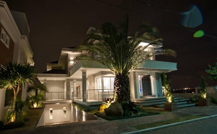 La Mansión: Casas  por Paulinho Peres Group