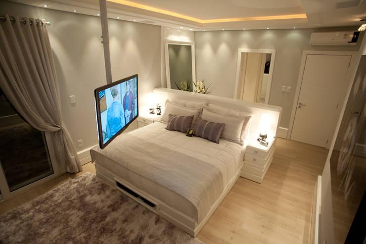 Bedroom by Paulinho Peres Group