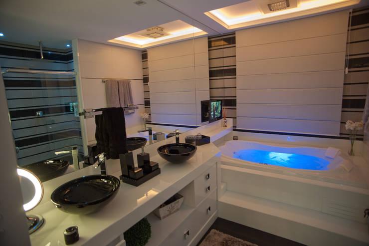 Bathroom by Paulinho Peres Group