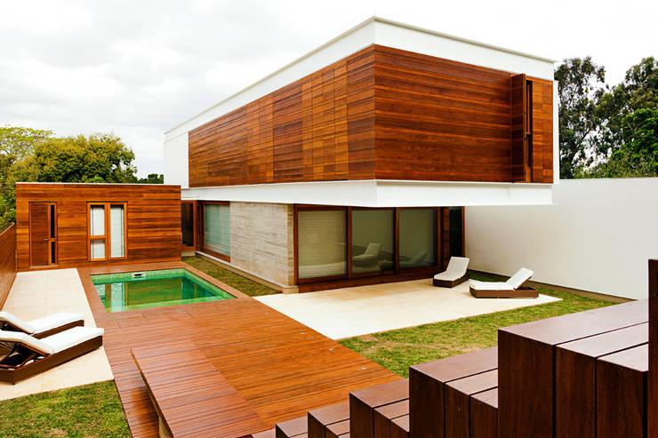 CASA HAACK: Casas  por 4D Arquitetura