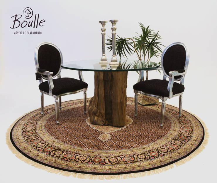 Mesa Boulle de tronco de Cambará: Salas de jantar modernas por Boulle