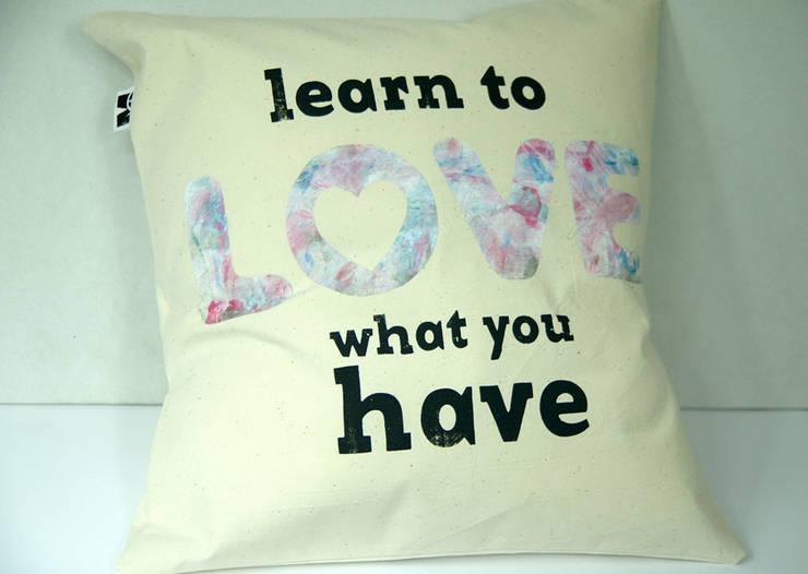 learn to love what you have: styl , w kategorii Sypialnia zaprojektowany przez MAQUDESIGN