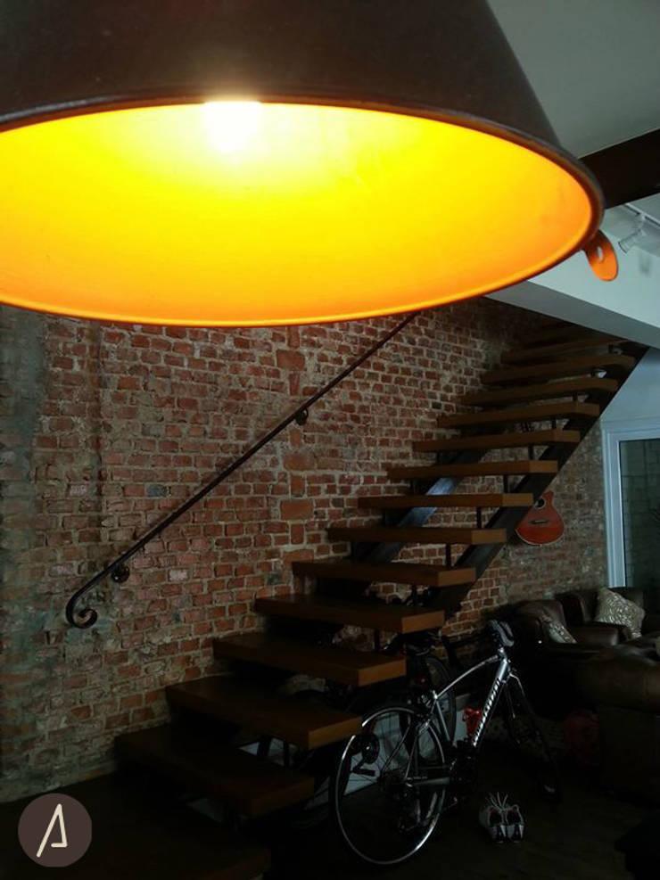 Luminária: Corredores e halls de entrada  por América Arquitetura