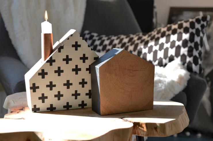 Świeczniki dębowe TAKE ME HOME: styl , w kategorii Sypialnia zaprojektowany przez D2 Studio