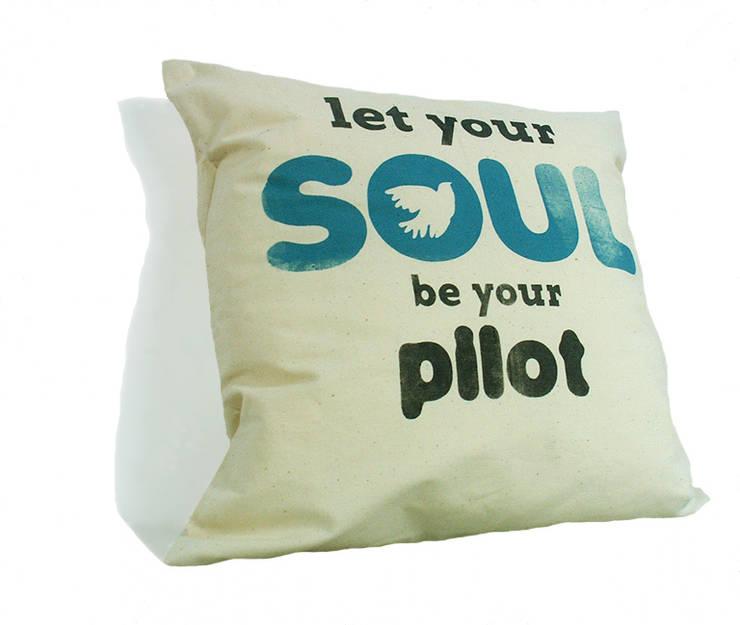 let your soul be your PILOT: styl , w kategorii Sypialnia zaprojektowany przez MAQUDESIGN