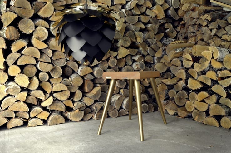 Stołki GOAT STOOL - GOLD: styl , w kategorii  zaprojektowany przez D2 Studio,Skandynawski