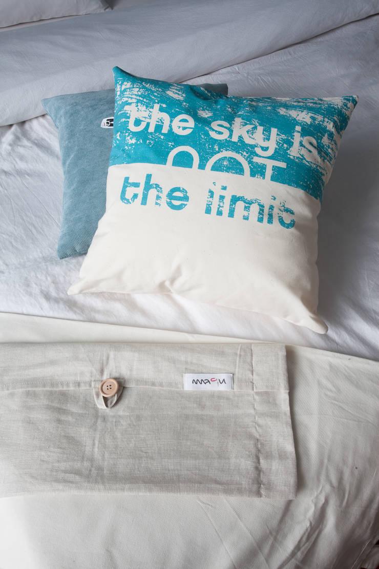 the sky is not a limit: styl , w kategorii Sypialnia zaprojektowany przez MAQUDESIGN