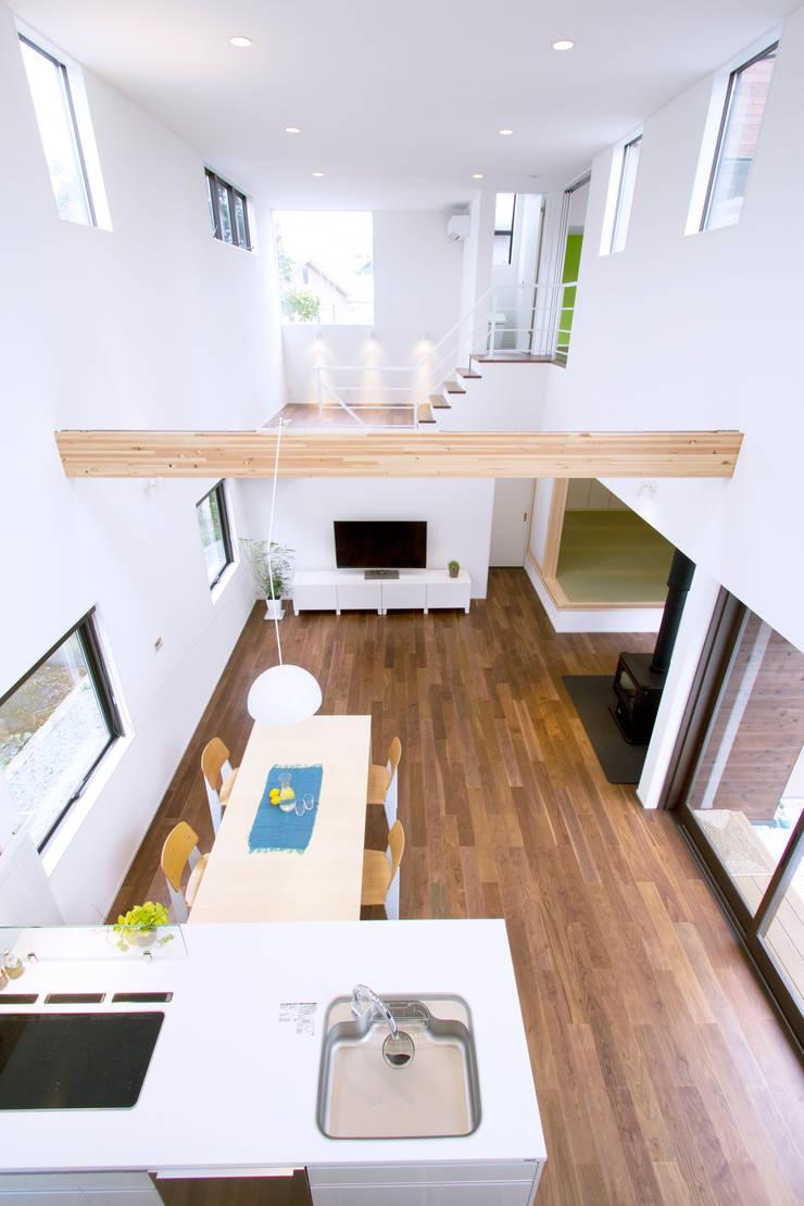 House in Fukuchiyama: arakawa Architects & Associatesが手掛けたダイニングです。