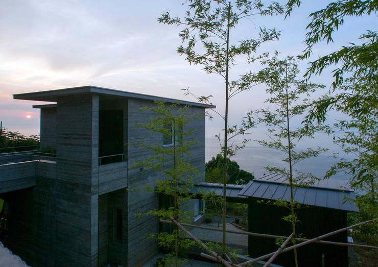 熱海の別荘: 井上洋介建築研究所が手掛けた家です。