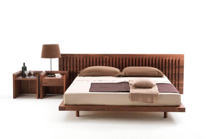 Cama Soft Wood de Riva 1920: Dormitorios de estilo  de XETAI ALTZARIAK