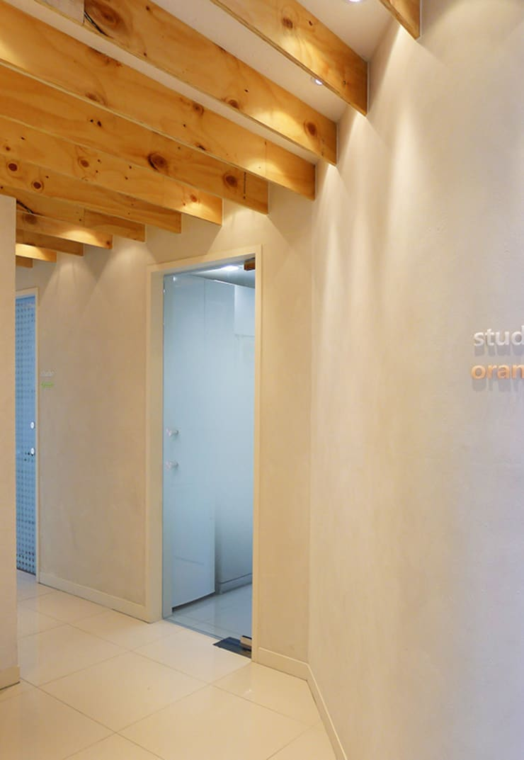 H Dental Studio:  Walls by thinkTREE Architects and Partners