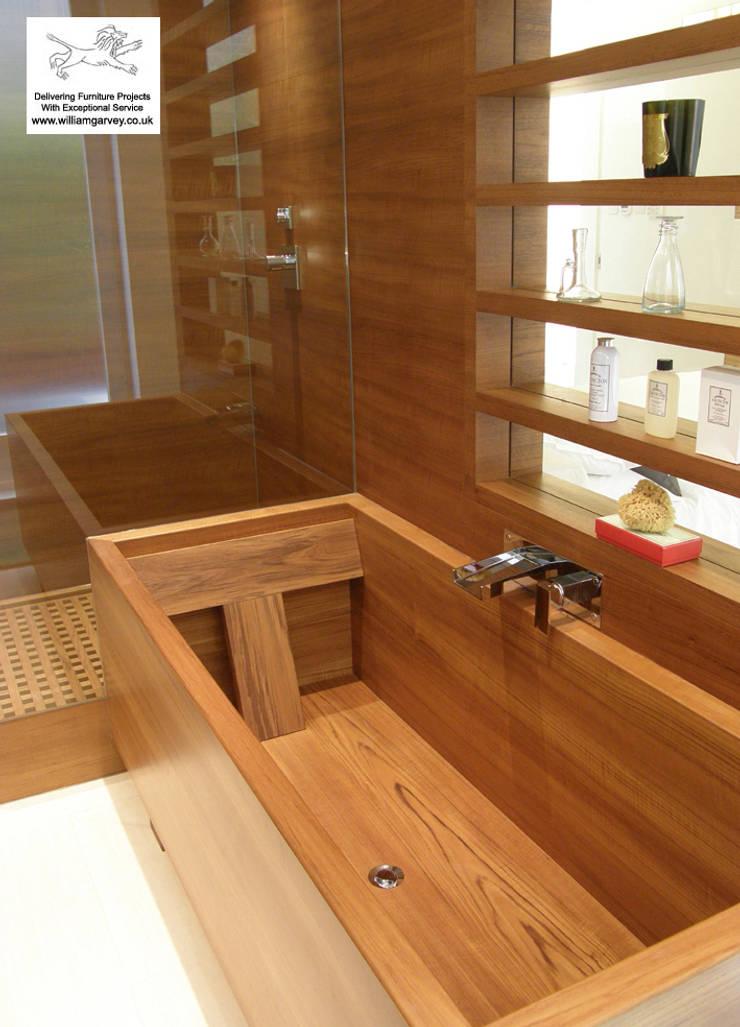 Gorgeous 'standard' teak bath:  Bathroom by William Garvey Ltd