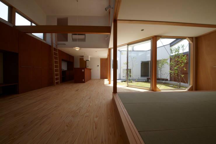 一宮の家: 一級建築士事務所 渡辺泰敏建築設計事務所が手掛けたダイニングです。