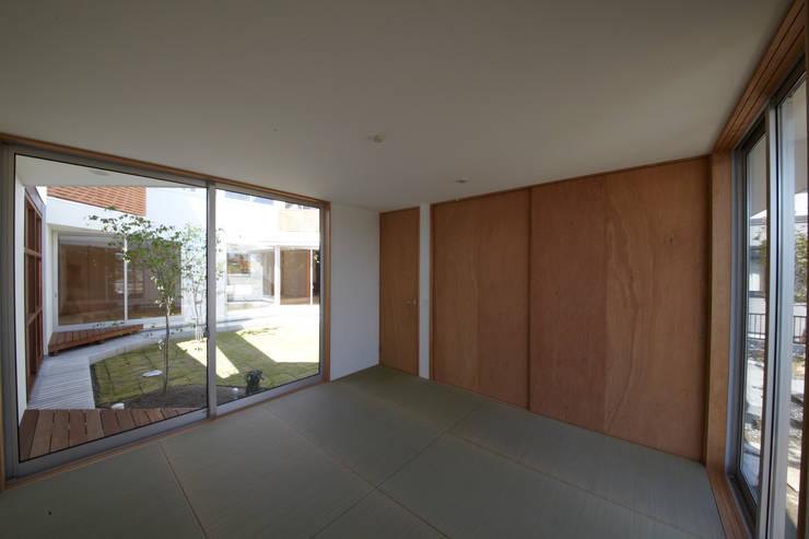 一宮の家: 一級建築士事務所 渡辺泰敏建築設計事務所が手掛けた和室です。