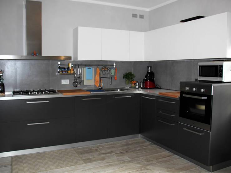 Cucina: Cucina in stile in stile Moderno di Aulaquattro