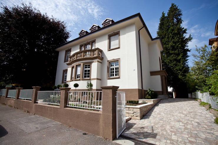 Sanierung Wohngebäude: klassische Häuser von xs-architekten