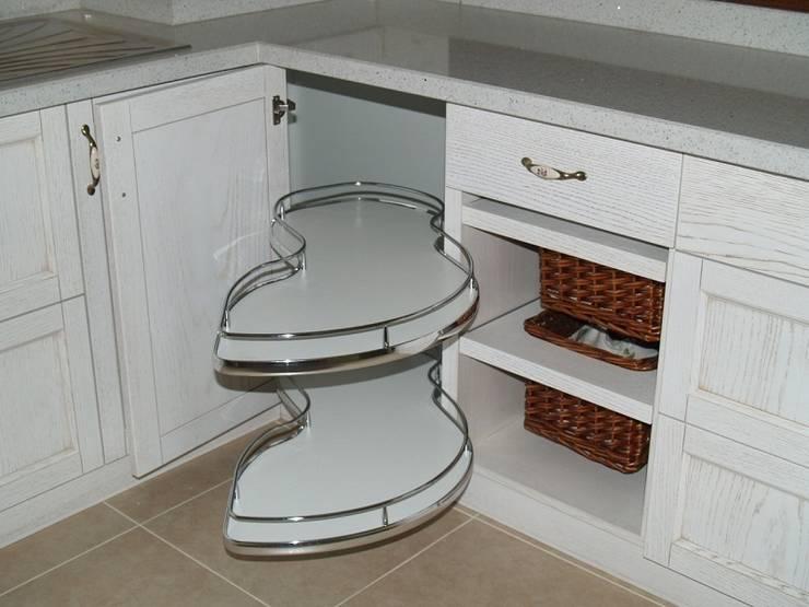 ZAFER MİMARLIK ve MOBİLYA SAN. – Patinalı meşe mutfak dolabı:  tarz Mutfak