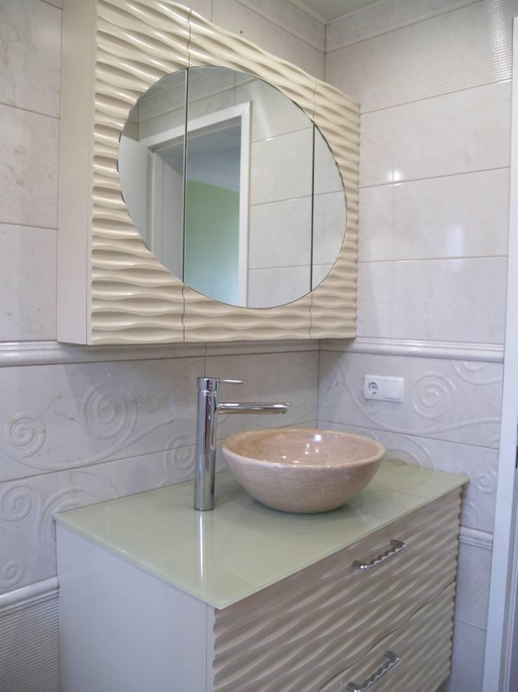 ZAFER MİMARLIK ve MOBİLYA SAN. – DALGALI BANYO DOLABI:  tarz Banyo