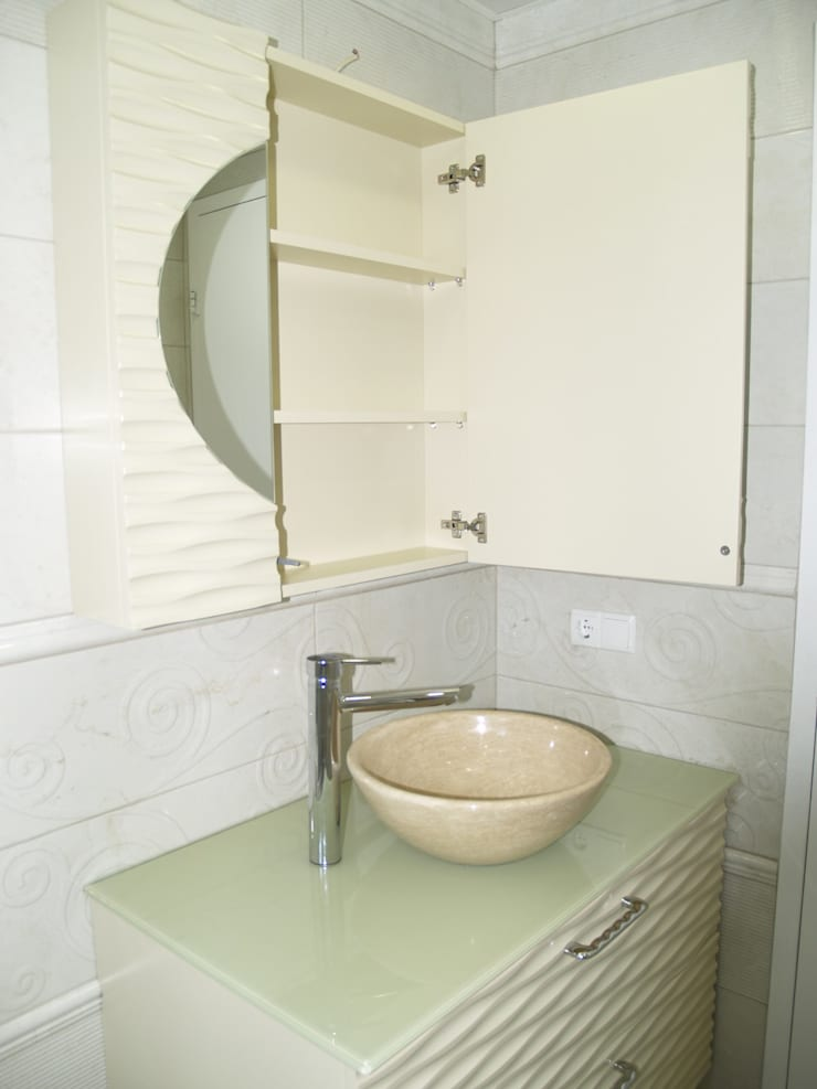 ZAFER MİMARLIK ve MOBİLYA SAN. – DALGALI BANYO DOLABI: modern tarz Banyo