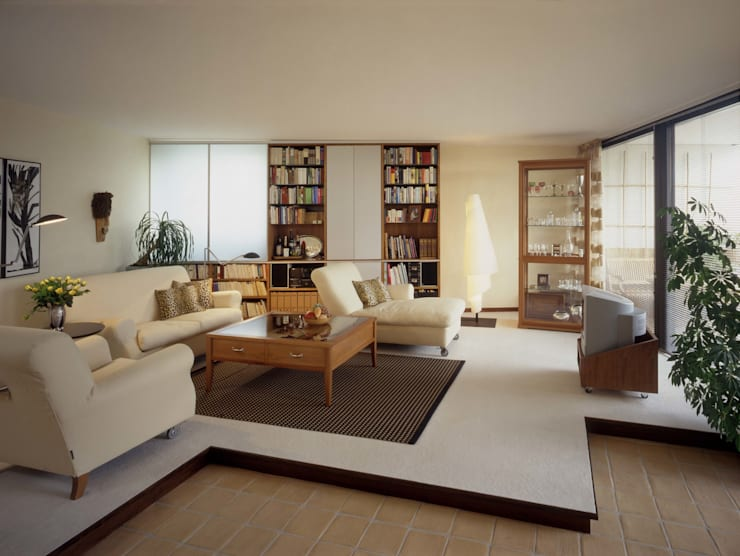 Wohnung im Olympiadorf, München:  Wohnzimmer von PLANUNG-RAUM-DESIGN Anne Batisweiler
