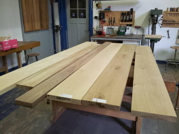 Plank Bevestigen Muur.Houten Plank Aan Muur Bevestigen Houtstrips D Houten Wandbekleding