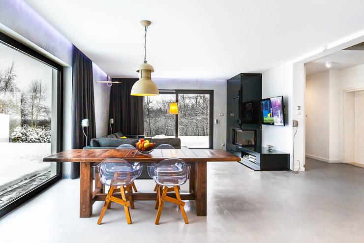 Dom z miętą: styl , w kategorii Jadalnia zaprojektowany przez COCO Pracownia projektowania wnętrz