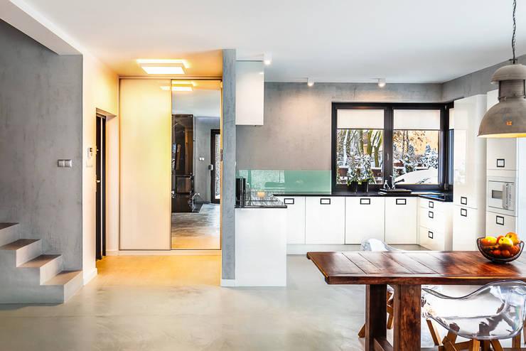 Corridor & hallway by COCO Pracownia projektowania wnętrz, Minimalist