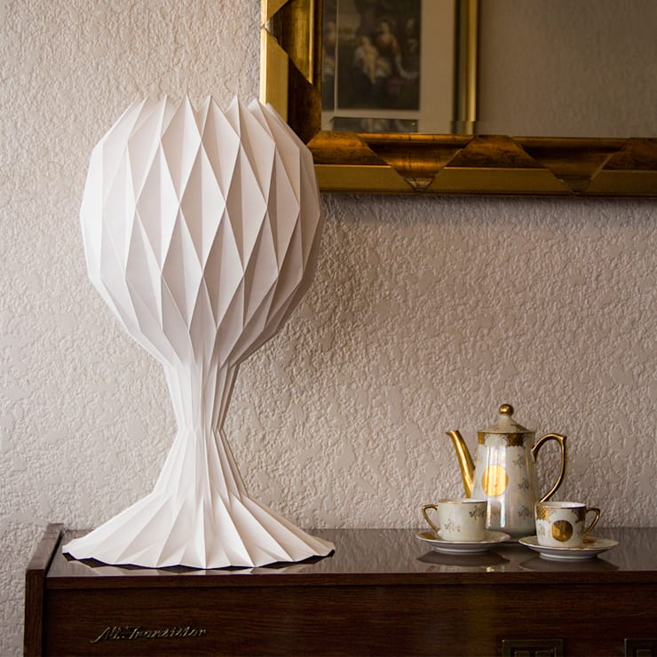 白SHIRO table lamp_gray shading: Soggiorno in stile  di metrocuadro-design
