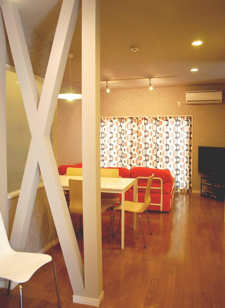 早稲田のシェアハウス: 奥村召司+空間設計社が手掛けたダイニングです。,北欧