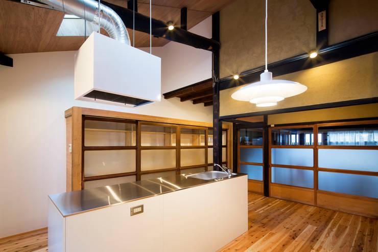 京町家改修: 長崎工作室が手掛けたキッチンです。