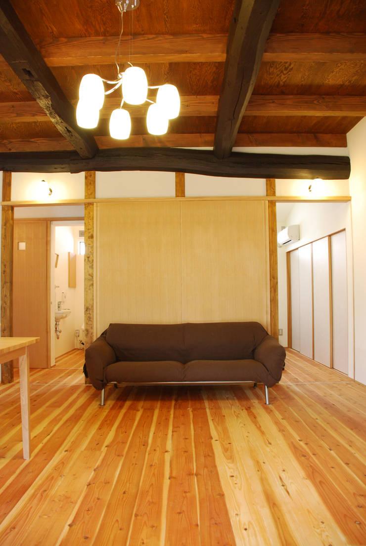 M邸: 長崎工作室が手掛けたリビングです。